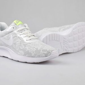 Nike Tanjun Floral Lace Sneakers